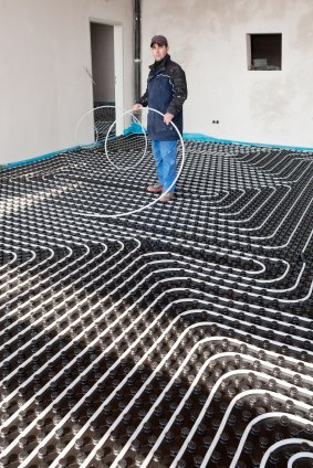 Installing underfloor heating water pipes